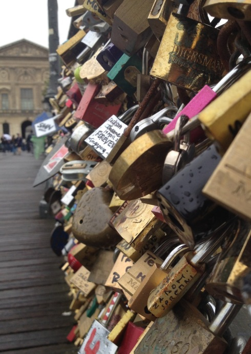 Pont_des_Arts_locks_bridge