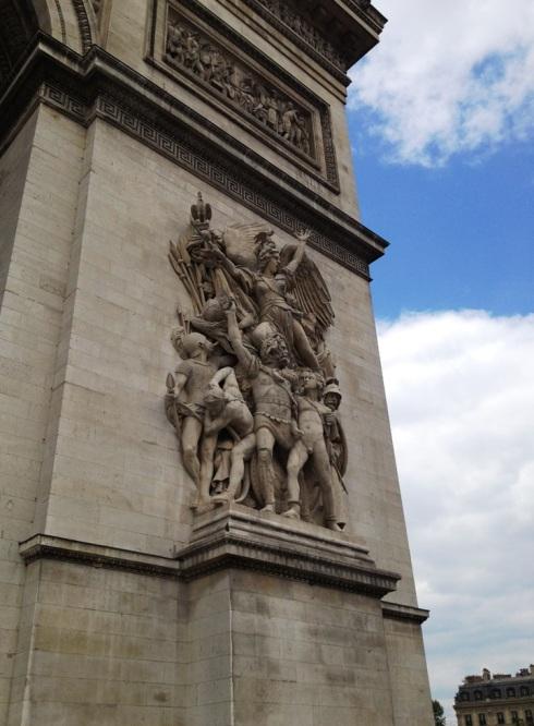 Paris_statue_street