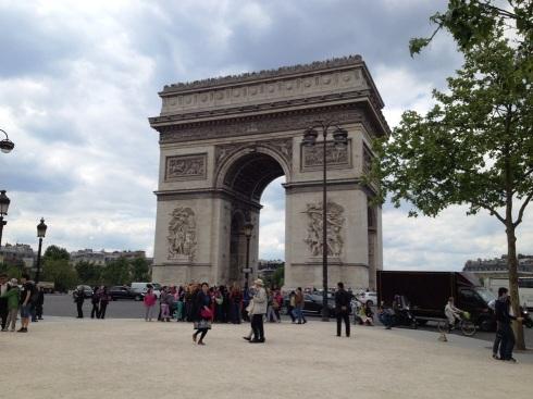 Paris_arch_street