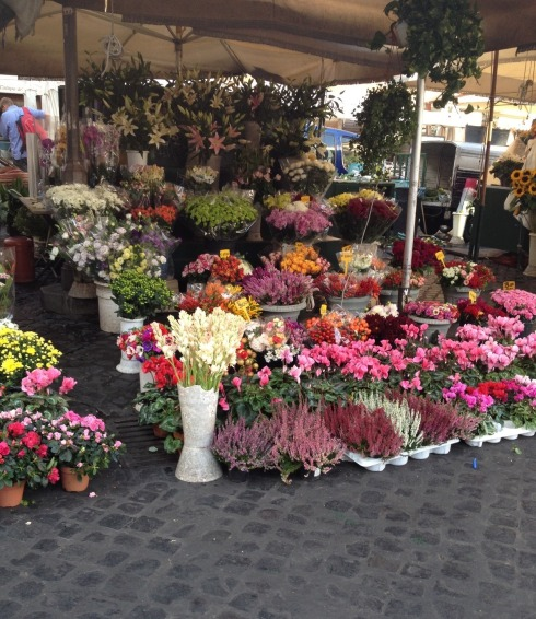 Campo de' Fiori flower stand in Rome | www.the-wild-child.com