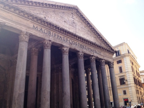 Pantheon exterior in Rome | www.the-wild-child.com
