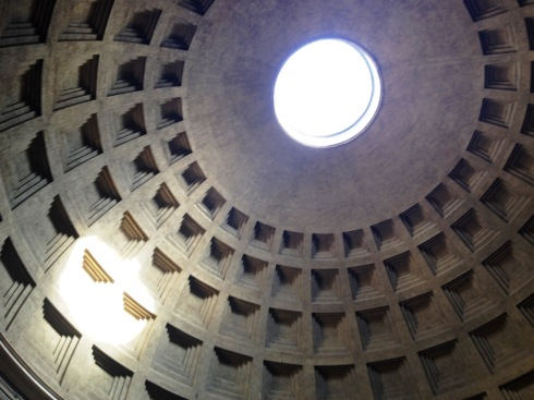 Pantheon interior in Rome | www.the-wild-child.com