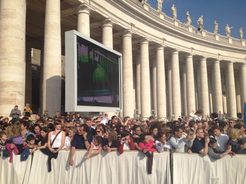 Excited crowds at the Papal Audience at Saint Peter's Square | www.the-wild-child.com